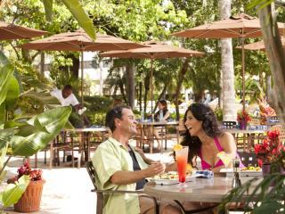 Rum Largo: Poolside Grill