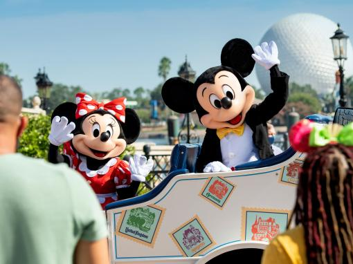 Mickey and Minnie Cavalcade at Epcot